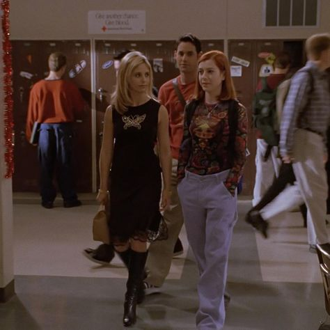 beauty in black🦋comment some of your favorite buffy looks so i can post them! Fashion Tv, 2000s Fashion, Fashion Outfits, Goth Hippie, New Outfits, Cool Outfits, Buffy Summers, 90s Outfit, Buffy The Vampire Slayer