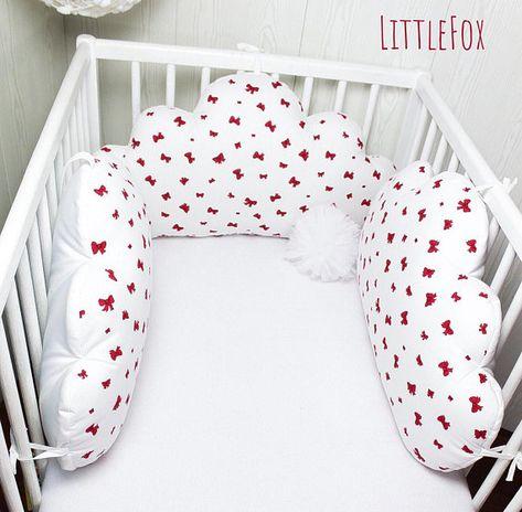 Tour de lit bébé, 3 grands nuages ,blanc et rouge framboise ...