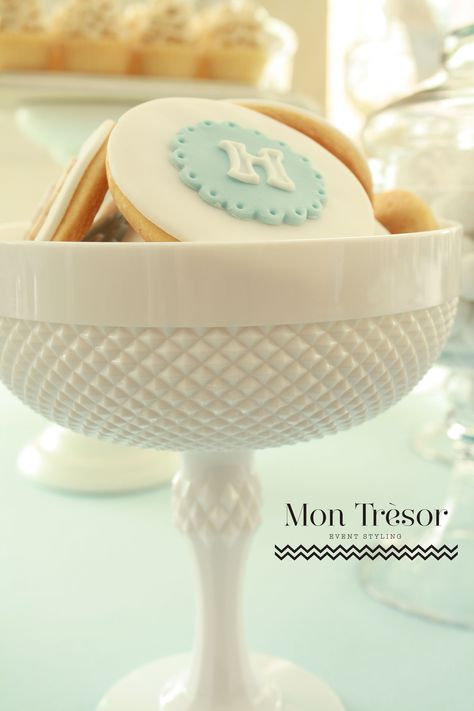 Simple and pretty monogram cookies (Mon Tresor styling).