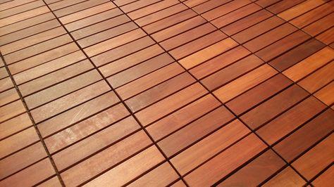 Holzfliesen einfach verlegen mit Klick-System kaufen. Das Massaranduba-Holz der Holzfliese für den Balkon das haltbare Tropenholz der höchsten Resistenz.