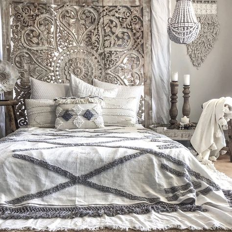 Willow & Beech Collection - Madlenka Tassel Throw Salt N Peppa LIMITED EDITION KING SIZE