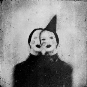 Let Rimel Neffati Haunt Your Dreams. Her name is Rimel Neffati, and she is a terrifying French woman. Her photos are surrealist black and white portraits of women. Inspiration Art, Art Inspo, Circus Aesthetic, Lila Baby, Arte Dope, Dark Circus, Circus Art, Mark Ryden, Kunst Online