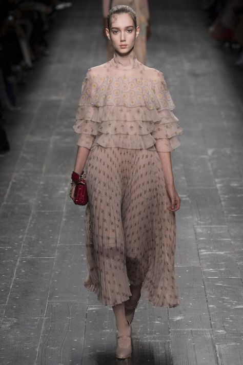 Valentino Fall 2016 Ready-to-Wear Collection - Vogue
