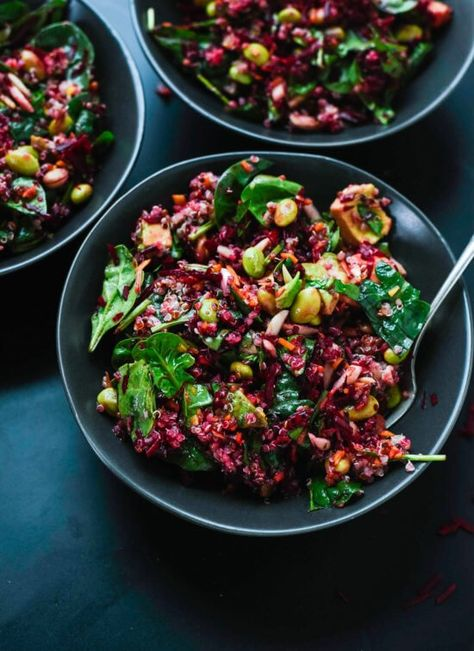 Reset with this healthy superfood salad featuring raw beets, carrot, quinoa, spinach, edamame and avocado. It's as colorful as it is nutritious! #beetsalad #beetrecipe #quinoasalad #healthysalad #packforlunch
