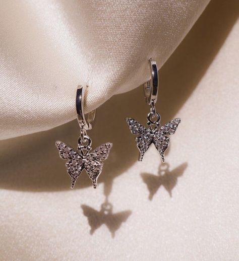 Cute Jewelry, Jewelry Box, Jewelry Armoire, Jewellery, Jewelry Holder, Diy Jewelry, Jewelry Frames, Jewelry Making, Fall Jewelry