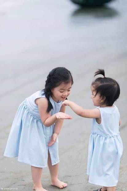 فوتوسيشن عائلي مليء بالحب مع الاطفال علي البحر Family Photo Sessions Flower Girl Photo Sessions
