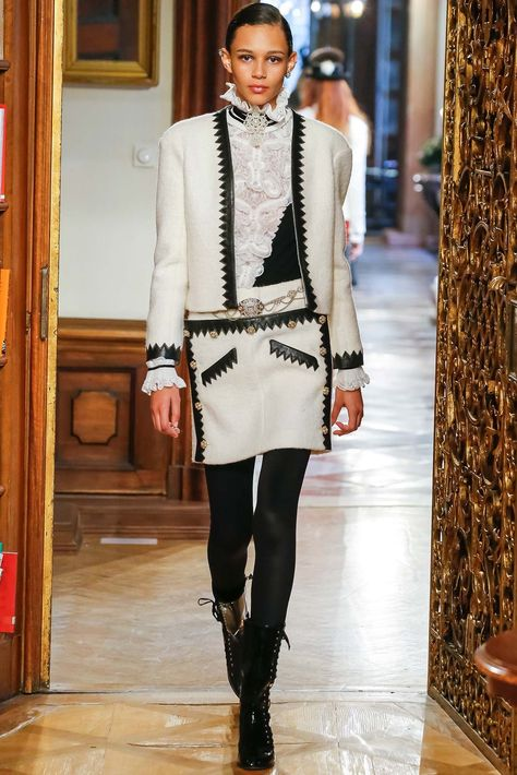 Runway / Chanel / Salzburg / Pre-Fall 2015 / Kollektionen / Fashion Shows / Vogue