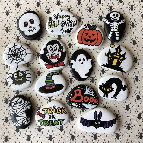Halloween Story Stones - Halloween party favors for kids, Treat bag, Halloween decoration, October gifts Halloween Party Favors, Halloween Rocks, Kid Party Favors, Halloween Crafts, Halloween Decorations For Kids, Halloween Painting, Halloween Birthday, Outdoor Halloween, Funny Halloween