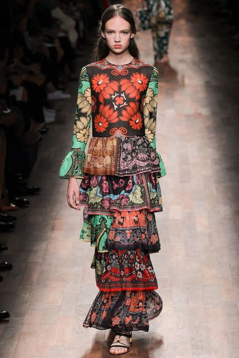 https://www.vogue.com/fashion-shows/spring-2015-ready-to-wear/valentino/slideshow/collection