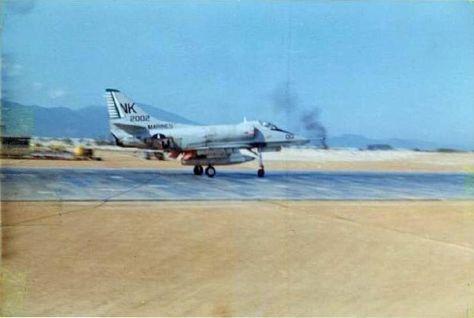 Chu Lai Vietnam 1967 | File:A-4E landing at Chu Lai Mar 1967.jpg - Wikimedia Commons