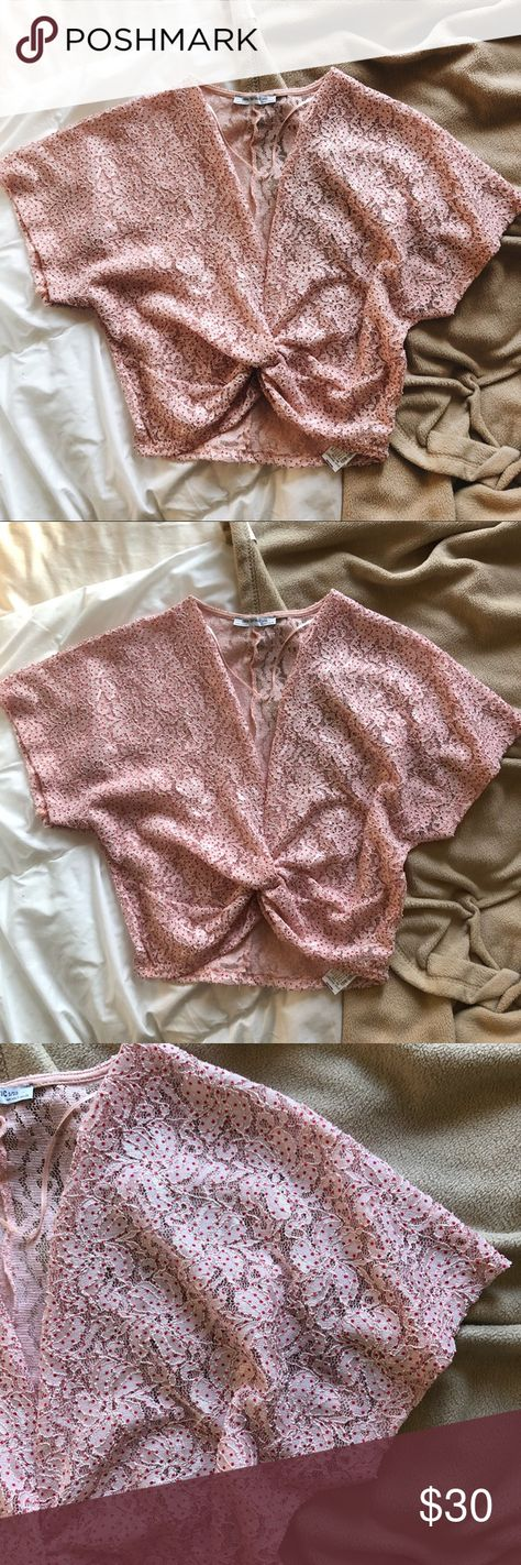 Zara // Pink Cropped Blouse pink floral lace top! unique detail in the front to ...#blouse #cropped #detail #floral #front #lace #pink #top #unique #zara