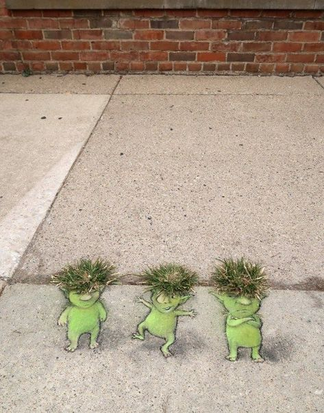 """David Zinn """"Dream Chalk Creatures"""" - - Here i think is one of the most poetic and sensitive artist's the Street Art scene has ever had! David Zinn is a self-taught artist living in Ann Arbor, Michigan. David has been drawing on…. 3d Street Art, Street Art Utopia, Best Street Art, Street Art Graffiti, Street Artists, Graffiti Artists, New York Graffiti, David Zinn, Pavement Chalk Art"""