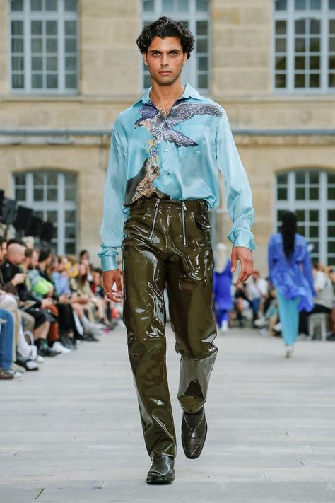 gmbh spring summer 2020 mens runway show collection paris fashion week High Fashion Men, Men's Fashion, Live Fashion, Paris Fashion, Runway Fashion, Fashion Trends, Mens Fashion Week, Fashion Black, Fashion 2020