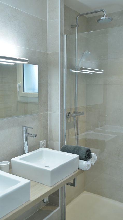 Rénovation salle de bain, carrelage hexagonal beige et gris, double