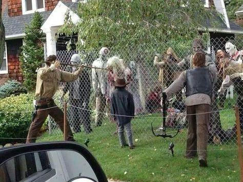 Awesome Halloween yard haunt decorating!