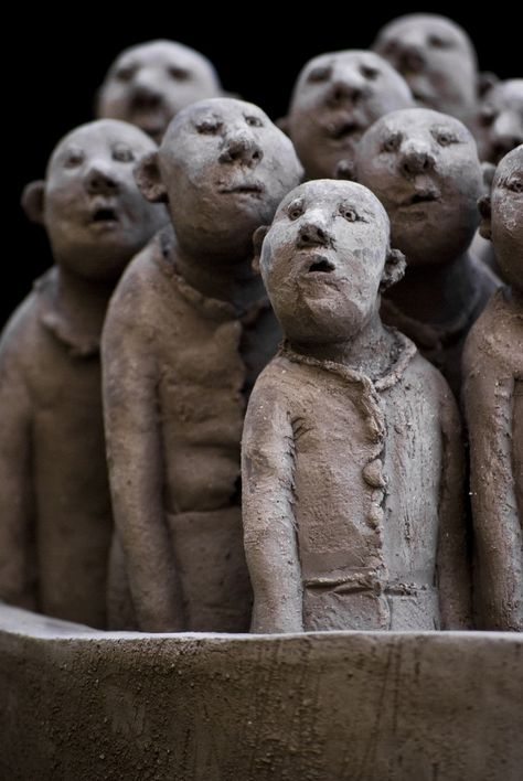 Sculpture de Sophie Favre by Martin Le Roy. This looks like every crowd I've ever viewed.
