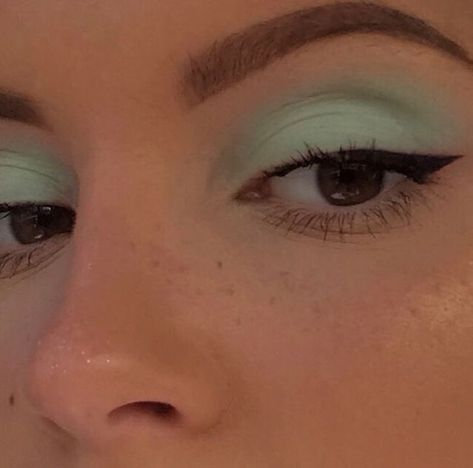how to do winged eyeliner blue prom dress makeup nail design inc nail makeup nail makeup brush nail designs airbrush makeup makeup tutorial makeup nailart art makeup design ten nail amp; Airbrush Makeup, Skin Makeup, Eyeshadow Makeup, Eyeshadow Palette, Revlon Eyeshadow, Revlon Makeup, Mint Eyeshadow, Makeup Palette, 2000s Makeup