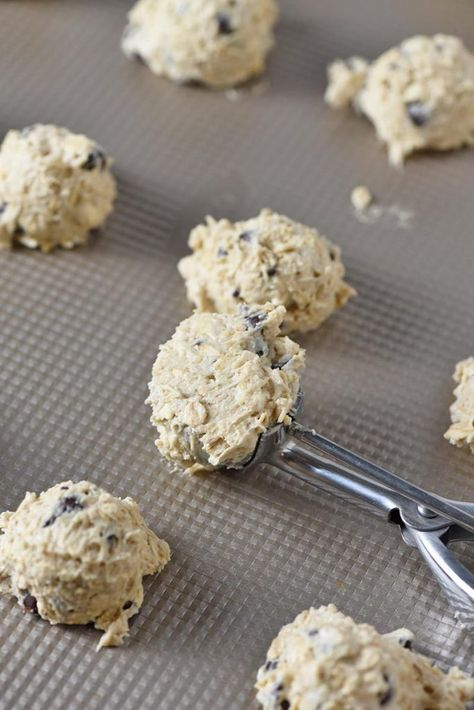 How to make the best oatmeal chocolate chip cookies. Made with old fashioned rolled oats, they're a little soft, a little chewy, and full of chocolatey goodness. #adventuresofmel #oatmealcookies #chocolatechip #cookierecipes #desserts