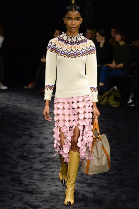 Loewe Fall 2017 Ready-to-Wear Fashion Show