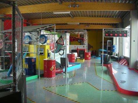 """Play Mart - Minigolf a tema """"Formula 1"""" (particolare: pompe di benzina e semaforo)"""