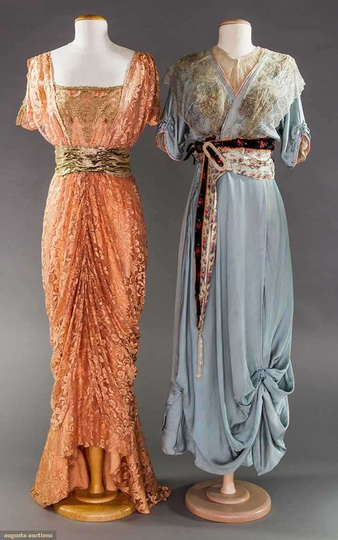 Both w/ short sleeves: 1 orchid lace over orchid imitation silk lining, square neck bodice w/ gold lace appliques & t. 1900s Fashion, Edwardian Fashion, Vintage Fashion, Vintage Beauty, Fashion Black, Fashion Fashion, High Fashion, Fashion Ideas, Winter Fashion