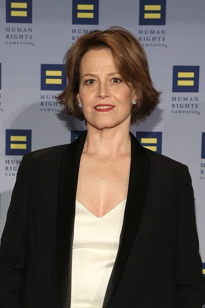 Sigourney Weaver attends the 2016 Human Rights Campaign New York Gala Dinner.
