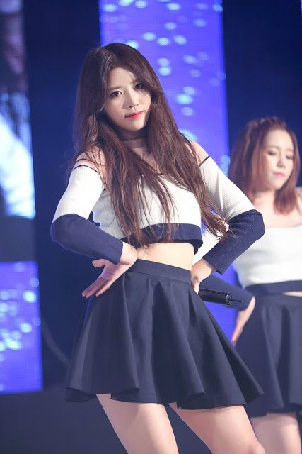 Fans Claim That This Female Idol S Beauty Is Underrated Lovelyz Mijoo Kpop Girls Asian Outfits