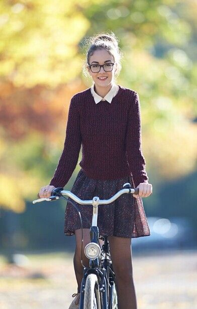 Preppy  Preppy style is very popular among college students. This style is often girly but not too much frilly. The clothes are great to mix and match. In most of the time, the style may appear luxurious but actually people with this style do not drop ton of cash to have the look. The apparel often includes opaque tights, A-line skirts, girly blouses and headbands, etc.