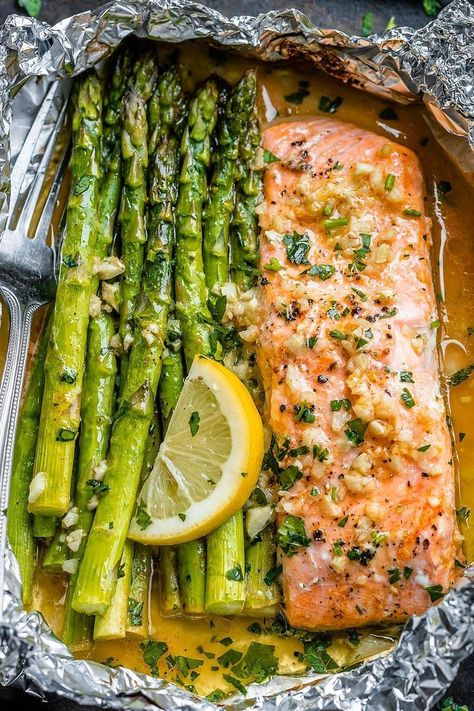 Salmon and Asparagus Foil Packs with Garlic Lemon Butter Sauce - - Whip up something quick and delicious tonight! - by Salmon and Asparagus Foil Packs with Garlic Lemon Butter Sauce - - Whip up something quick and delicious tonight!oven baked salmon in fo Delicious Salmon Recipes, Best Seafood Recipes, Healthy Dinner Recipes, Cooking Recipes, Grilled Salmon Recipes, Easy Salmon Recipes, Healthy Quick Meals, Healthy Lunch Ideas, Low Cholesterol Recipes Dinner