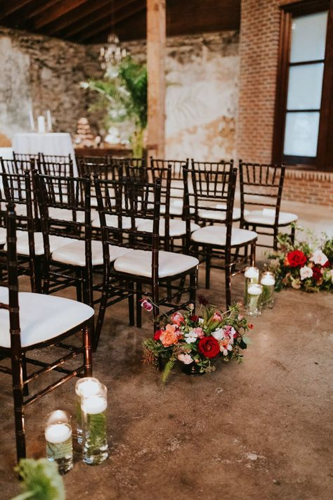 This boho Atlanta wedding in an industrial warehouse has all of the details we love about a fall wedding with a hint of Southern charm! #atlantaweddings #bohoweddingreception #bohobridebouquet