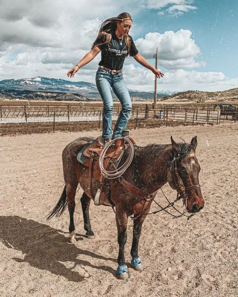 "😍🐴😍we all have ways we can push our boundaries and learn about ourselves in the process😍🐴😍. 📽 meanwhile I'm thinkin' ""oof that's a long way to the ground"" Cute N Country, Country Girls, Country Best Friends, Country Wear, Country Life, Western Girl, Western Riding, Cowgirl Outfits, Western Outfits"