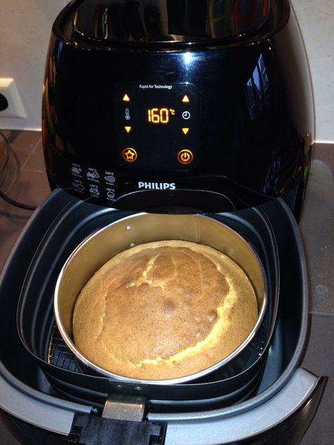 Eenvoudige, kleine cake: Springvorm 18 cm. Ingrediënten: 100gr suiker, 100gr boter, 100gr zelfrijzend bakmeel, 2 eieren, zakje vanillesuiker. Airfryer: 160 graden, 40 minuten.