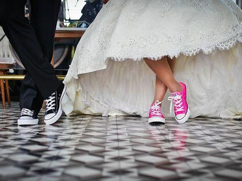 180 ide Wedding converse   vw bug, baby leggings, sepatu perkawinan