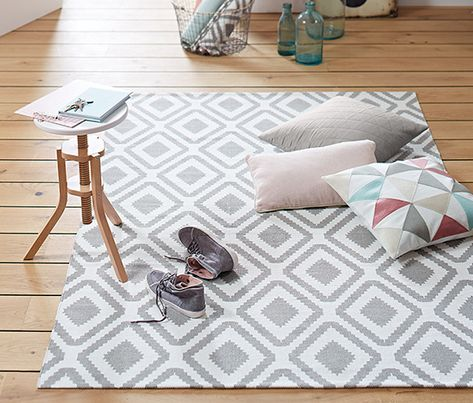 24,95 € Immer stilvoll eingerichtet ist man mit diesem Teppich aus hochwertiger, reiner Baumwolle. Das zweifarbige Baumwollgewebe hat nicht nur eine harmonische, interessante Optik, sondern ist außerdem besonders strapazierfähig.