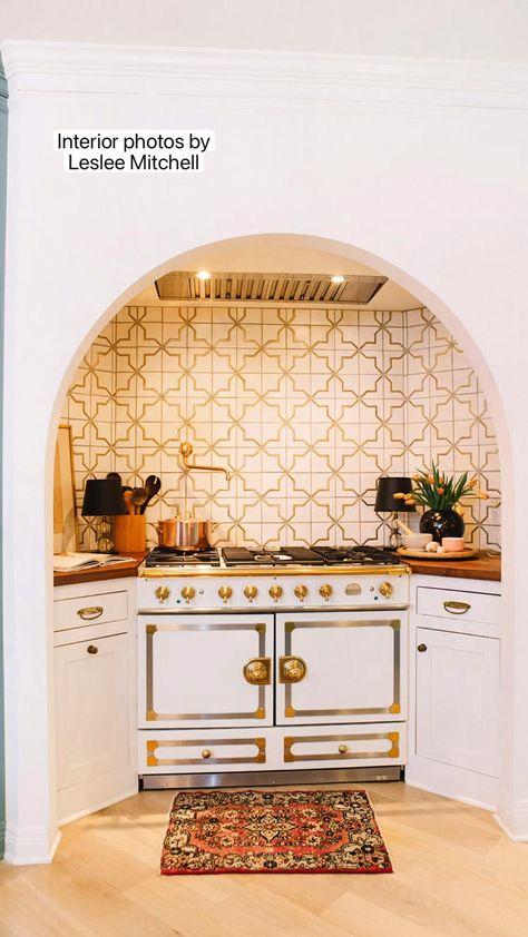 Interior photos by Leslee Mitchell. Kitchen design by Pierce & Ward.