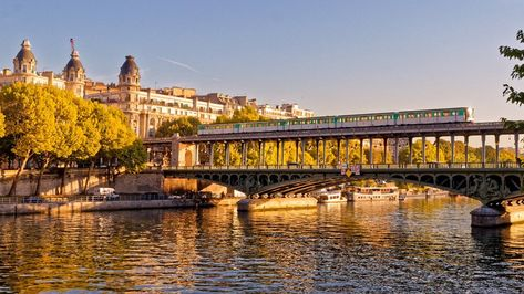19 Images of the Most Beautiful Bridges in Paris
