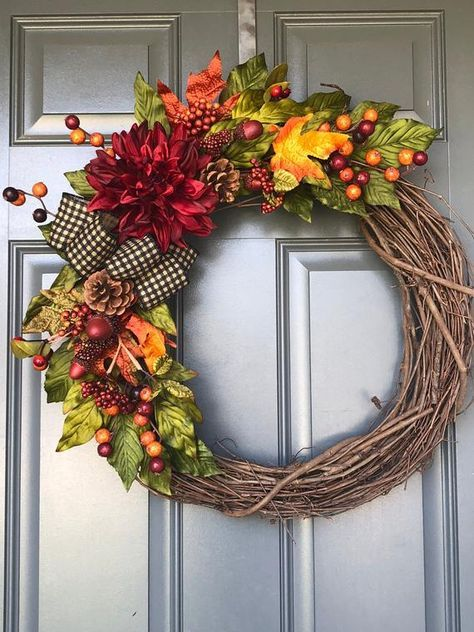 This Fall Wreath Is Simple And Elegant And Will Add That Perfect Touch Of Color To Your Front Door Con Imagenes Coronas Navidenas Decoracion De Halloween Decoracion Otono