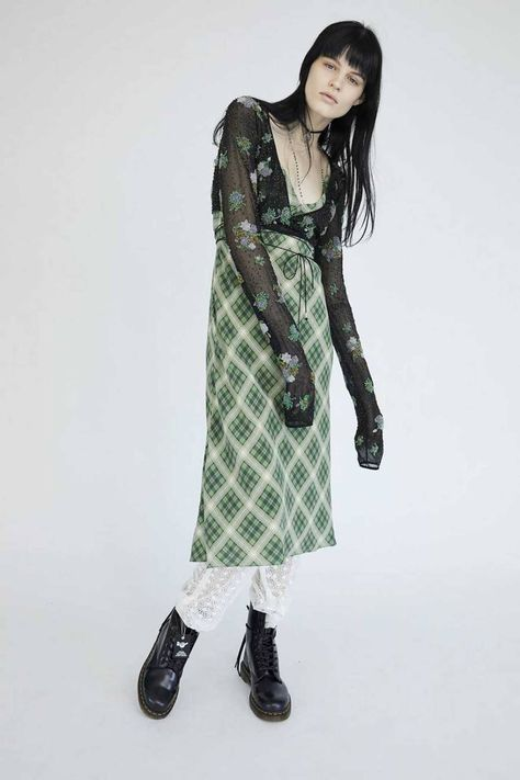 In Marc Jacobs made fashion history with the Grunge Collection while designing at Perry Ellis. 25 years later, explore the Redux Grunge Collection. Indie Outfits, Punk Outfits, Grunge Outfits, Grunge Fashion, Cool Outfits, Fashion Outfits, Grunge Look, Style Grunge, Style Geek