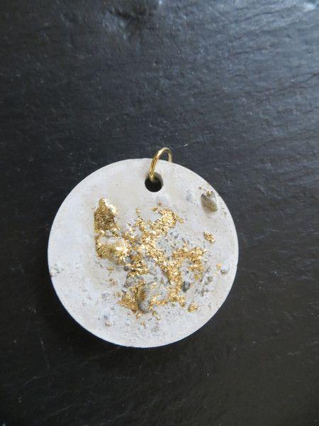 Concrete Jewelery - Gold Glitter - Pendants by farinabina-unikate on DaWanda .