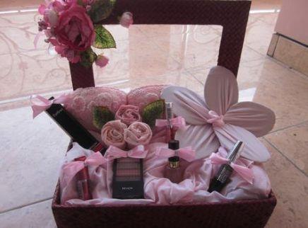 61 Ideas Diy Makeup Box Gift Diy Makeup Wedding Planning Gifts Diy Wedding Gifts Wedding Gift Boxes