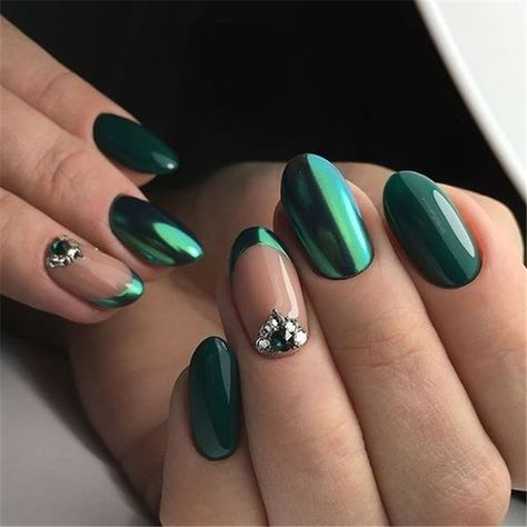 Elegant Emerald Christmas Green Nail Designs You Shoud Do For The Coming Valentine's Day; Emerald Green; Christmas Green; Green Nail; Emerald Christmas Green Nail; Nail Designs; Christmas Nails; Winter Nails; Winter; Holiday Nails; #holidaynails #winternails #valentineNails #greennails #emeraldgreennails