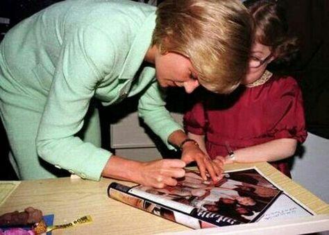 Diana visits Great Ormonde Children's Hospital, February 14, 1997