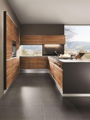 modèle de cuisine d\'angle avec armoires en bois foncé sans ...