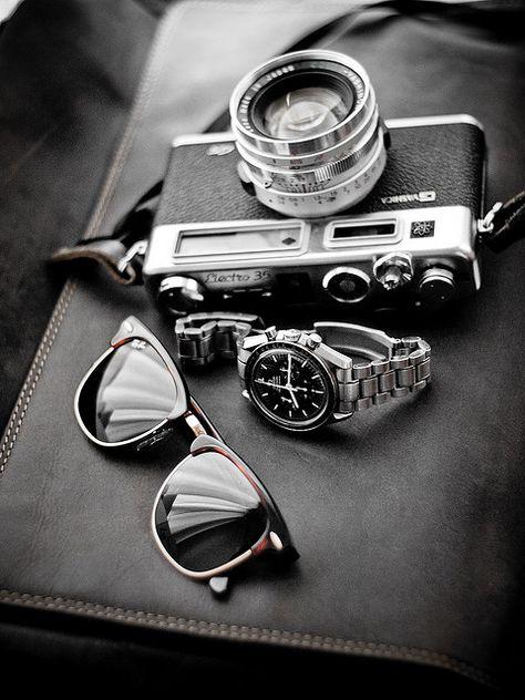 Vintage Chic - Men's Retro Fashion Accessories - Rayban Clubmaster - Omega Speedmaster Professional - Olympus and a OM Zuiko lens Look Fashion, Retro Fashion, Fashion Men, Vintage Fashion, Fashion Check, Vintage Couture, Fashion 2015, Nail Fashion, Classy Fashion