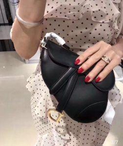 보보샵 미러급 레플리카 Booboo 홍콩 100 1 1 직수입 최상급 퀄리티 보장 정품과 99 이상의 구찌 핸드백 데이트룩 프라다