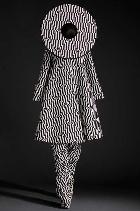 Gareth Pugh Spring 2015 Ready-to-Wear - Collection - Gallery - Op Art