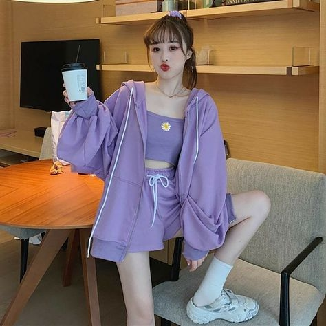 Woman casual outfit vintage style fall 2021 gentle japanse shopping instagram highschool