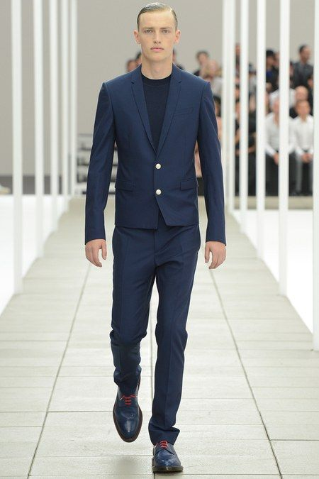 Dior Men Spring 2020 Menswear collection, runway looks, beauty, models, and reviews.