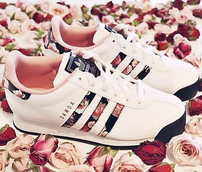 adidas bianche con fiori