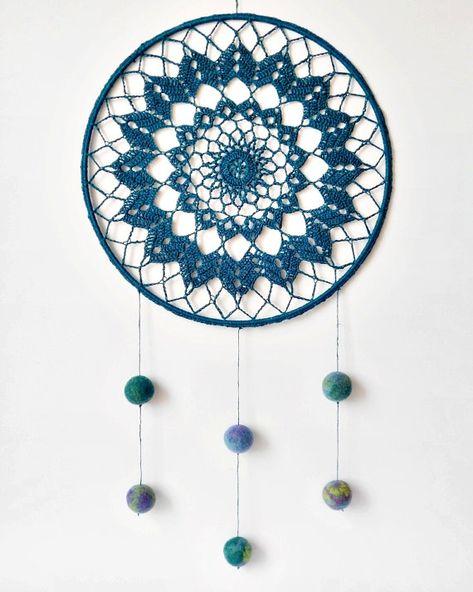 Suncatcher de Mandala crochet tapete colgante de por AnaidHandmade